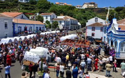 Dia de bodo na ilha Terceira junta milhares à volta do Império em todas as freguesias da ilha