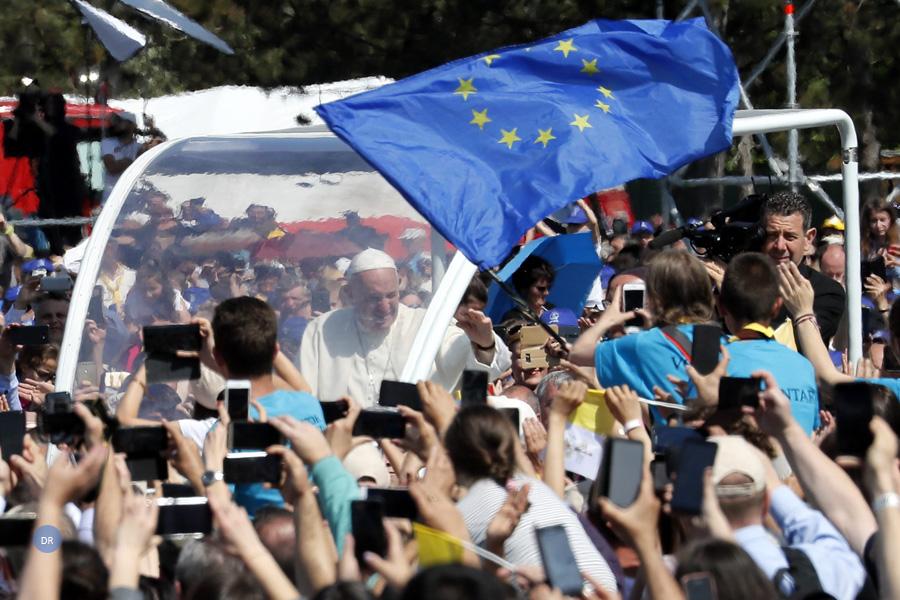 Roménia: Papa despede-se do país com pedido de «perdão» às comunidades ciganas