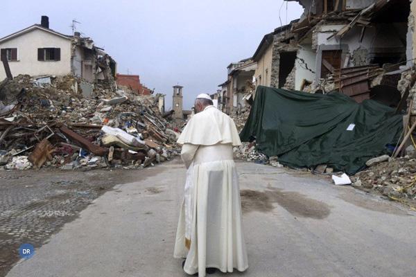 Papa visita região afetada por terramoto em 2016 e pede que ninguém se esqueça das vítimas