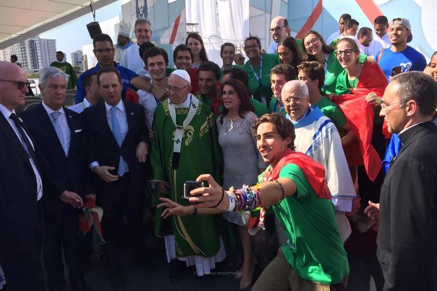 """""""Mês a mês… até 23"""" é o slogan da proposta de oração da pastoral juvenil de Angra aos jovens rumo à Jornada Mundial da Juventude de Lisboa"""