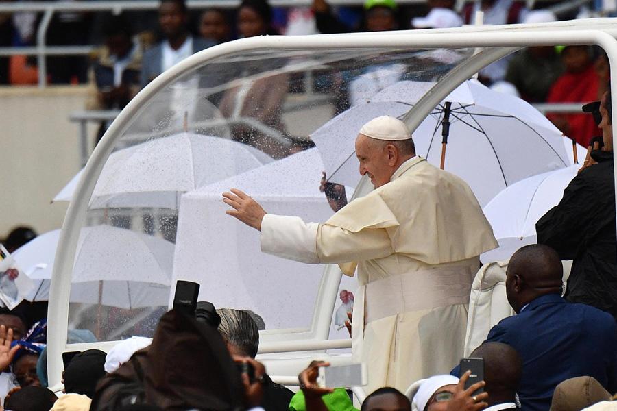 Papa reforça críticas ao «cancro diabólico» da maledicência