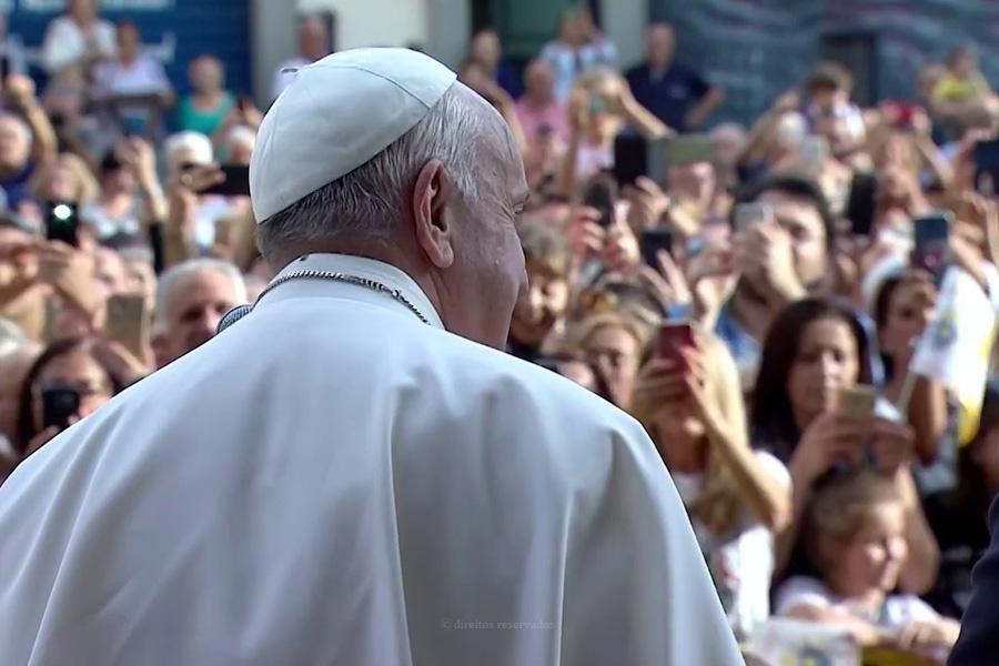 """Papa questiona católicos que vivem """"ideologia seletiva"""" e """"intransigente"""""""