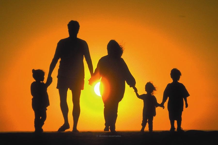 Igreja promove vigília de oração online, no Dia Internacional da Família, com velas à janela