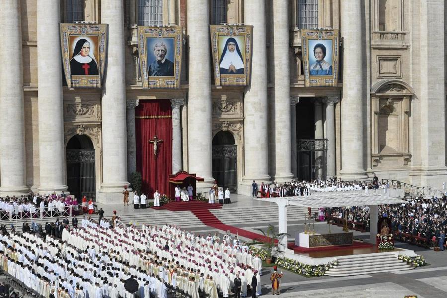 Papa canonizou cardeal Newman e irmã «Dulce dos pobres»