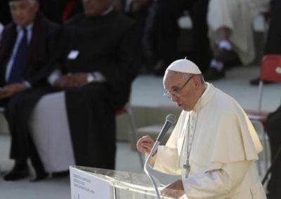 Papa pede ação da comunidade internacional para implementar Acordo de Paris
