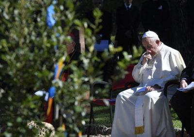 Papa plantou árvore de Assis nos Jardins do Vaticano, com líderes indígenas da Amazónia