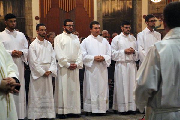 Bispo de Angra ordena sete diáconos na Catedral diocesana