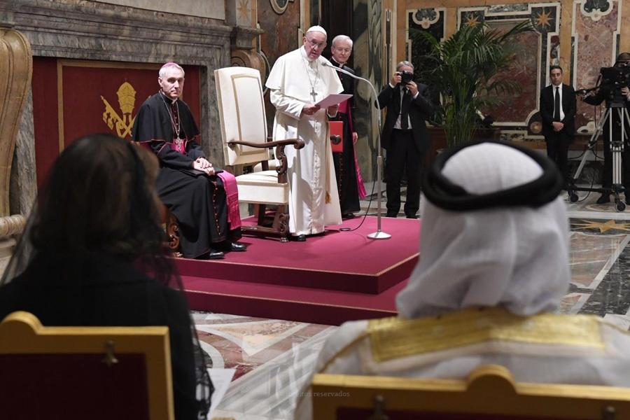 Papa alerta para necessidade de proteger menores no mundo digital