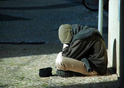 Mais de 1,6 milhões de portugueses são pobres e vivem com menos de 540 euros por mês - Pordata