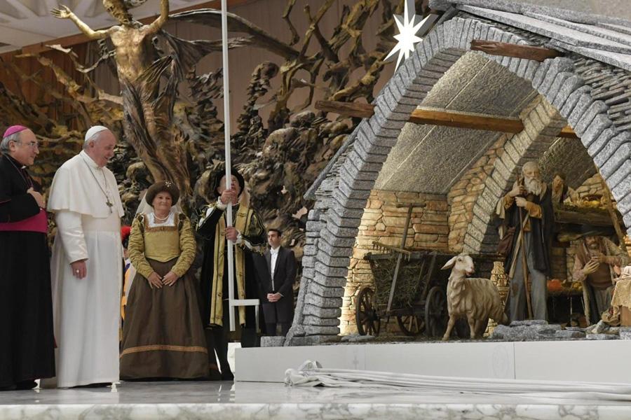 Papa convida todos a fazer o presépio, símbolo de fé e de paz