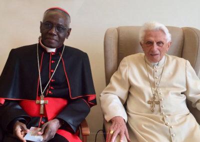 Papa Bento XVI pediu que retirem o seu nome como «coautor do livro» sobre o celibato