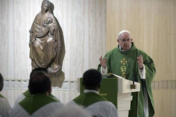 Papa afirma que a autoridade vem da coerência e critica a «esquizofrenia pastoral»