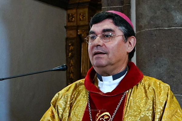 """Bispo de Angra apela às instituições sociais de inspiração cristã para """"intervirem no mundo dos homens oferecendo-lhes uma visão nova sobre a pessoa e a sociedade"""""""