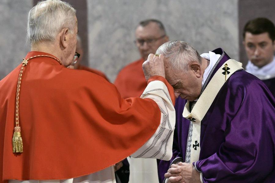 """Papa questiona quem acumula riqueza e apela a """"economia mais justa e inclusiva"""""""