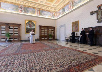 Papa convida a ler o Evangelho e rezar o terço, em tempos de provação