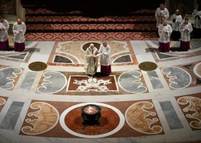 A Páscoa devolve a esperança nas horas mais negras, afirma o Papa Francisco