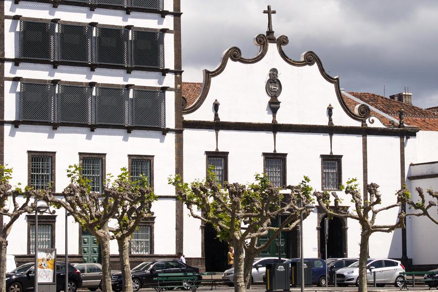 Igreja do Santo Cristo reabre hoje depois de obras de recuperação e restauro do teto e azulejaria