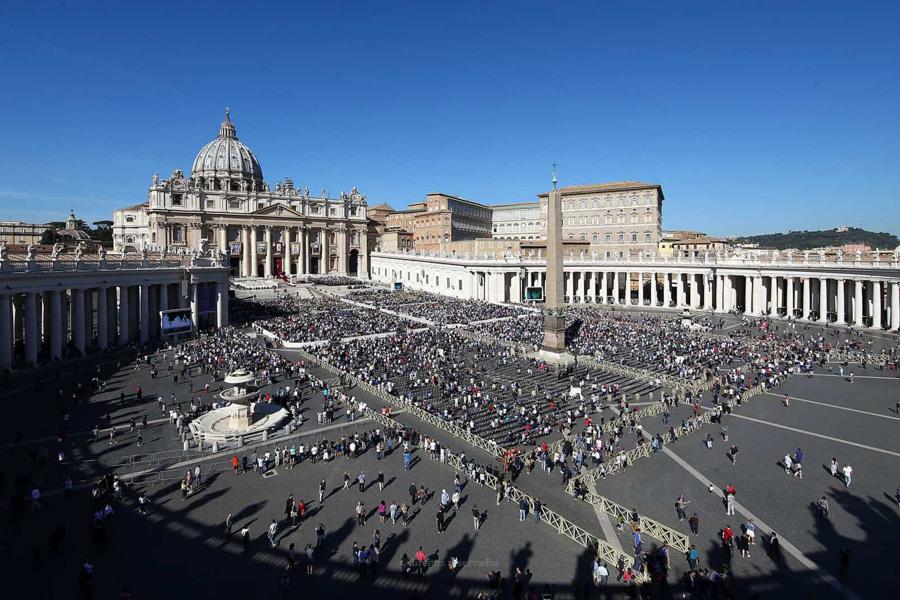 Papa nomeia seis mulheres para organismo de supervisão financeira