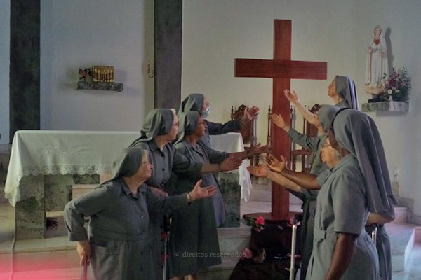Irmãs Franciscanas escrevem aos jovens terceirenses desafiando-os à oração