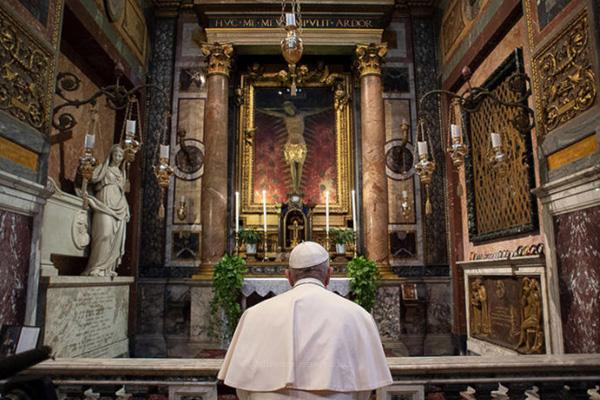 """Vaticano: Papa pede mundo """"totalmente livre de armas nucleares"""""""