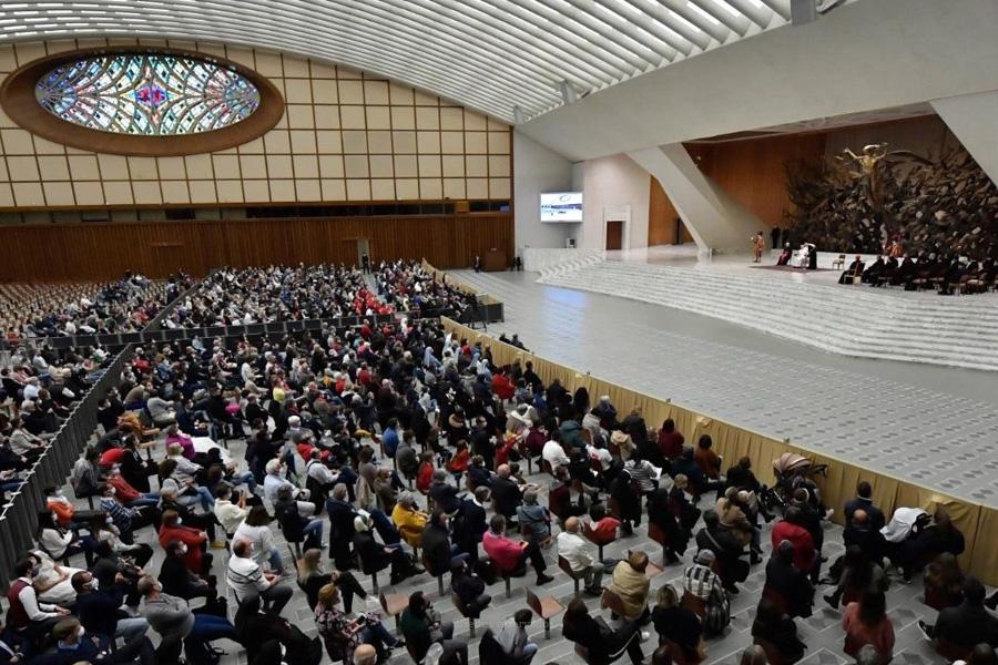 """Papa evoca """"doloroso caso"""" do antigo cardeal McCarrick, após publicação de relatório"""