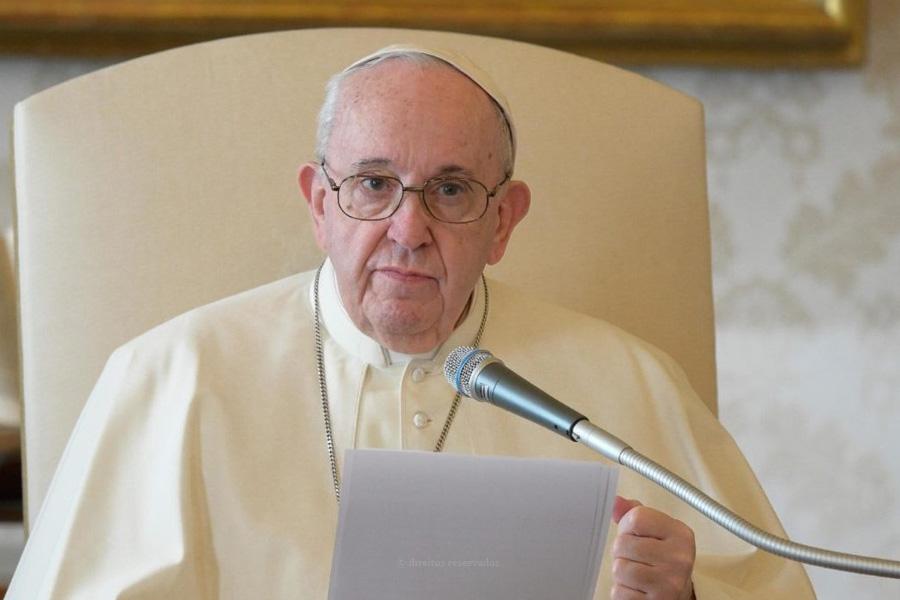 """Papa dedica mensagem às vítimas da pandemia, denunciando """"insuficiências dos sistemas de saúde"""""""