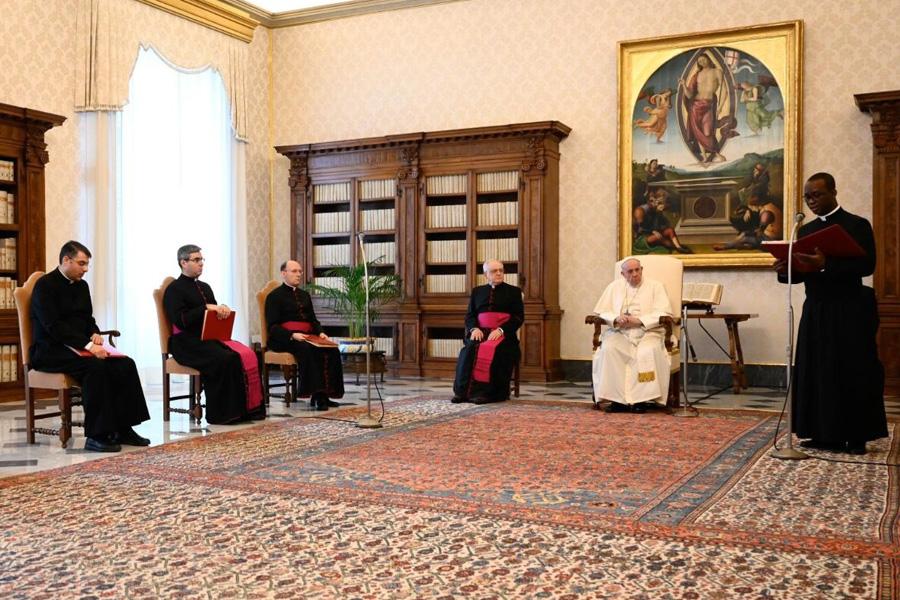 Papa pede respeito pelas indicações das autoridades políticas e de saúde