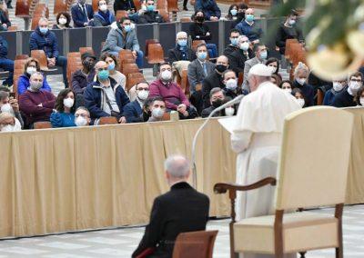 """Papa defende reforma da Cúria em curso, convidando a superar mentalidade de """"conflito"""""""