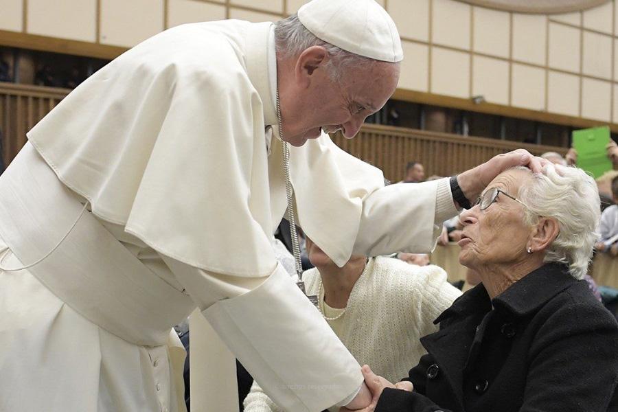 Papa evoca sofrimento dos mais velhos durante a pandemia