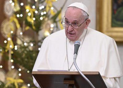 Papa pede atenção aos mais atingidos pela pandemia, deixando votos para 2021