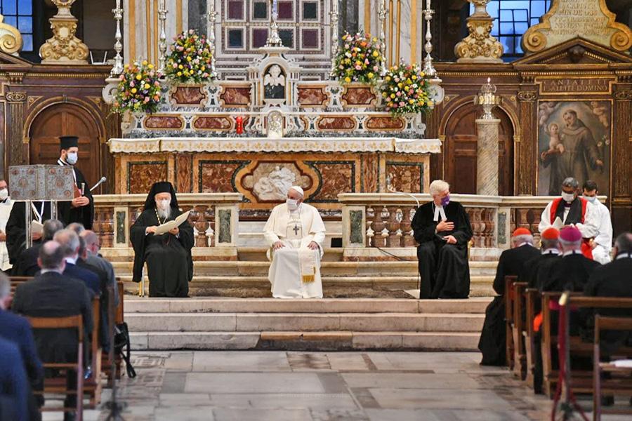 """Papa denuncia """"escândalo"""" da divisão e diz que diálogo é caminho sem recuo"""