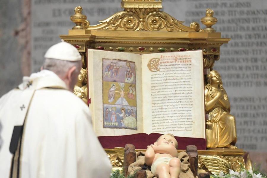 Papa convida a olhar para lá do sucesso e do dinheiro, para superar dificuldades da vida