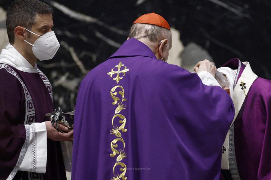 """""""É tempo de regressar a Deus"""", diz o Papa, na celebração de Cinzas"""