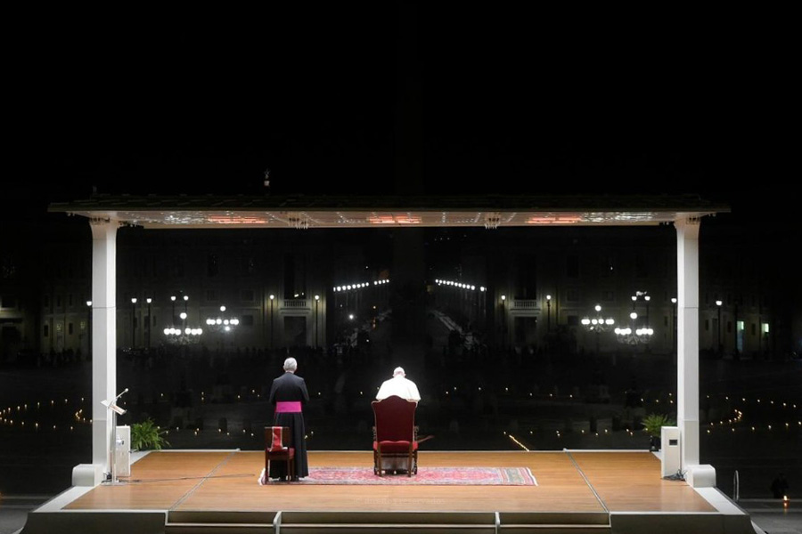 Um ano depois, Vaticano recorda oração do Papa numa Praça de São Pedro deserta