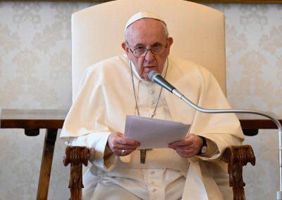"""Papa lamenta violência usada na evangelização para impor """"modelo cultural"""""""