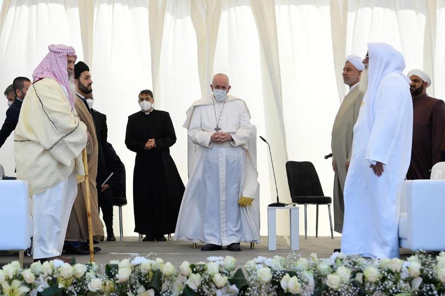 Papa defende caminho de diálogo com o Islão e rebate críticas internas