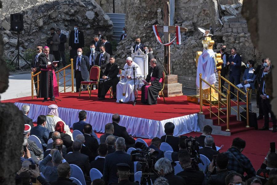 Papa reza pelas vítimas da guerra e do terrorismo, em visita a Mossul, antigo bastião do Estado Islâmico
