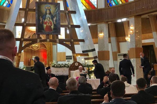 Iraque: Papa presta homenagem a vítimas do terrorismo, em catedral atingida por atentado em 2010