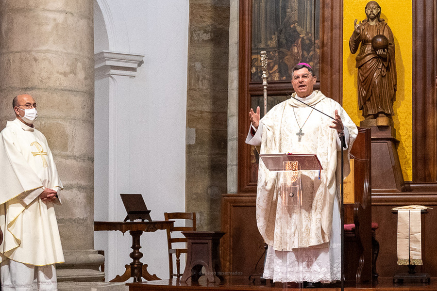 """Ser fiel a Jesus significa viver a Eucaristia para lá de um mero """"gesto social"""", afirma D. João Lavrador"""