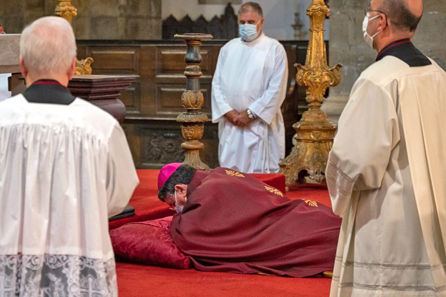 """O sofrimento de Jesus deve ser visto hoje a partir """"do abandonado, do prisioneiro, do desfigurado, do maltratado"""", afirma D. João Lavrador"""