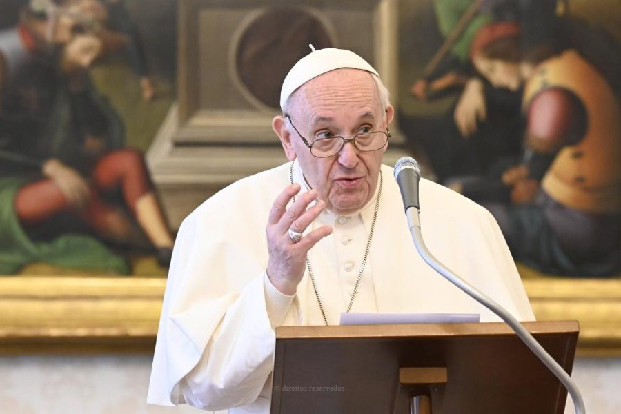 Papa deixa mensagem de agradecimento a idosos e doentes