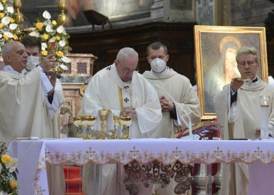 """Papa questiona fé """"estéril"""", sem partilha de bens nem atenção ao sofrimento dos outros"""
