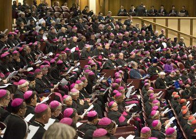 Vaticano lança processo inédito de consulta, com assembleias diocesanas e continentais