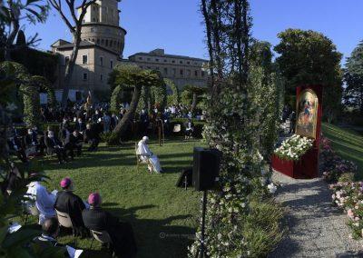 """Papa encerrou maratona de oração pelo fim da pandemia diante de Nossa Senhora """"desatadora de nós"""""""