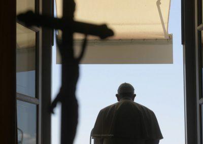 Papa lembra vítimas de violência doméstica