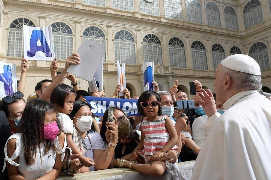 "Papa arremete contra ""novos pregadores"" que se apegam ao passado"