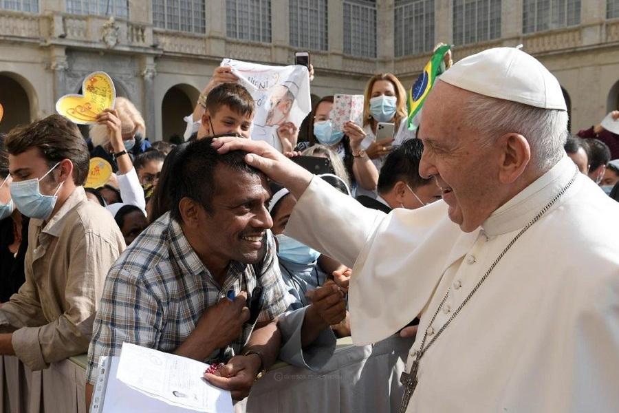 """Jesus """"era e é muito mais"""" do que um filantropo, diz Francisco"""