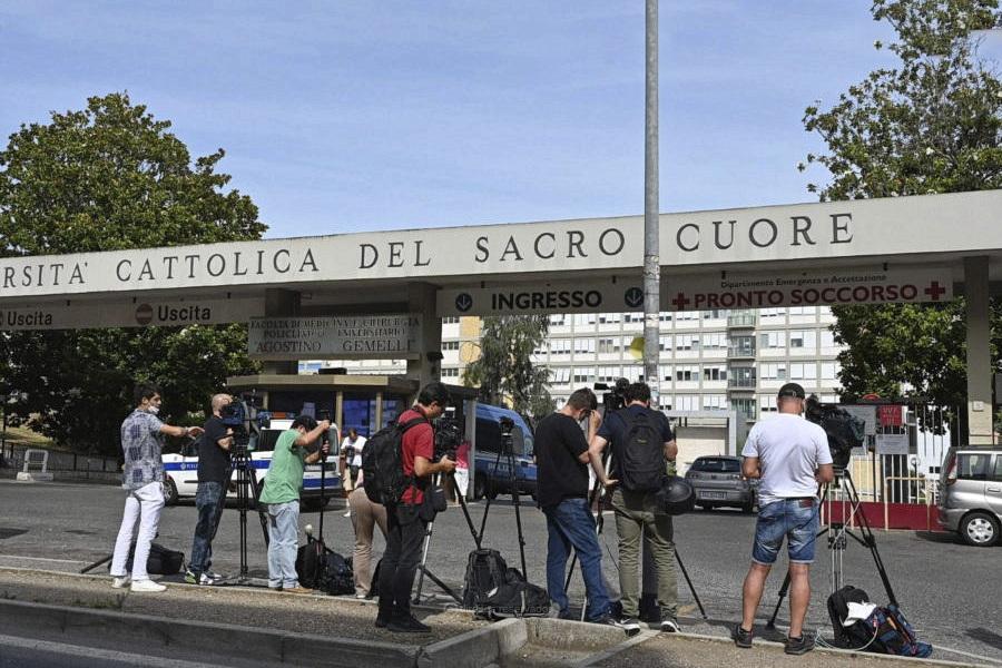 Papa continua a recuperar em «boas condições» da operação, vai ficar internado cerca de sete dias