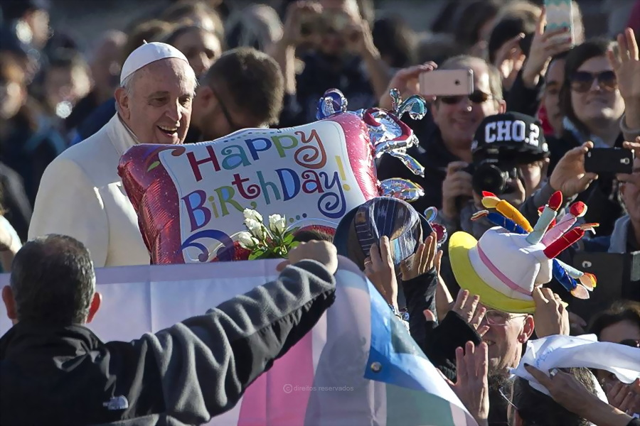 Milhões de pessoas sem direito a comer, à educação, ao trabalho «são os novos escravos», afirmou o Papa