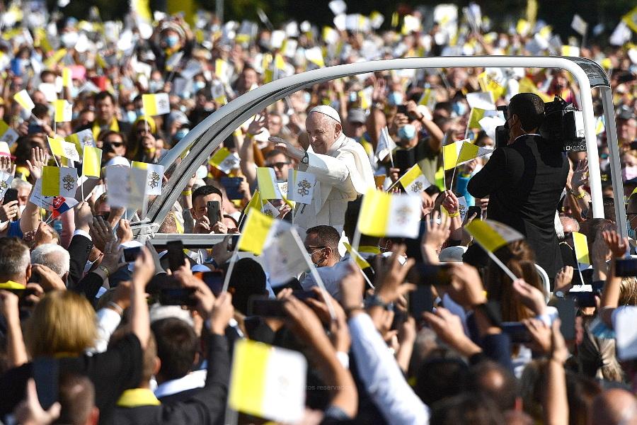 """Papa encerra viagem ao """"coração da Europa"""", marcada por mensagens e gestos em favor dos mais vulneráveis"""